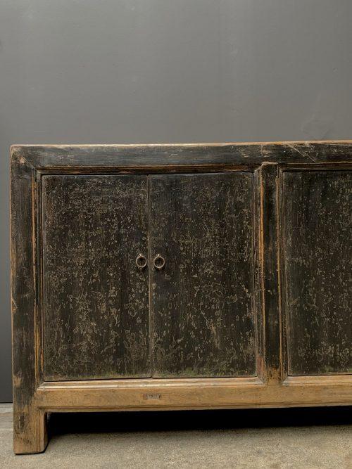 Groot antiek 6 deurs dressoir met fraaie zwarte patina
