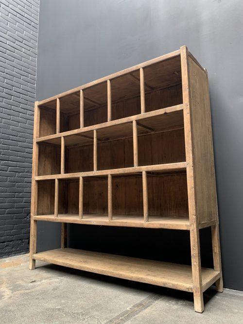 Antieke houten boekenkast