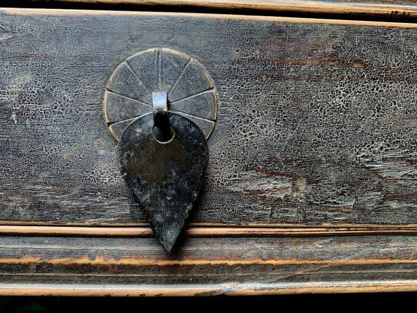 Antiek tafeltje met 3 lades