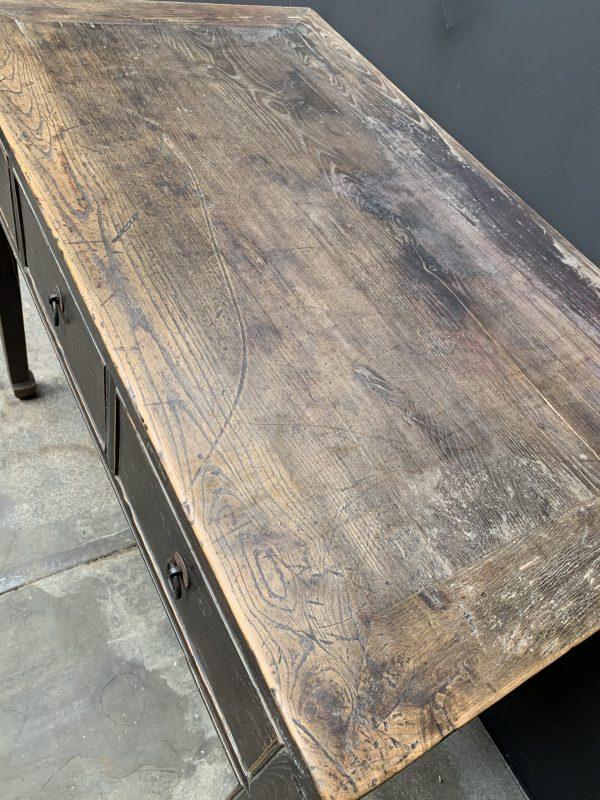 Antieke tafel met 3 lades