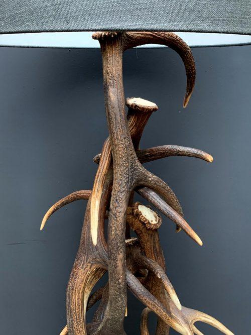 Geweilamp, Staande lamp gemaakt van edelhert geweien