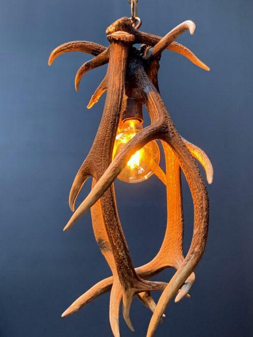Geweilamp, Hanglamp van edelhertengewei M