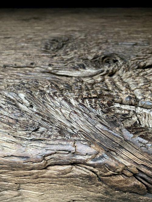 Sidetable van 200 jaar oud eiken