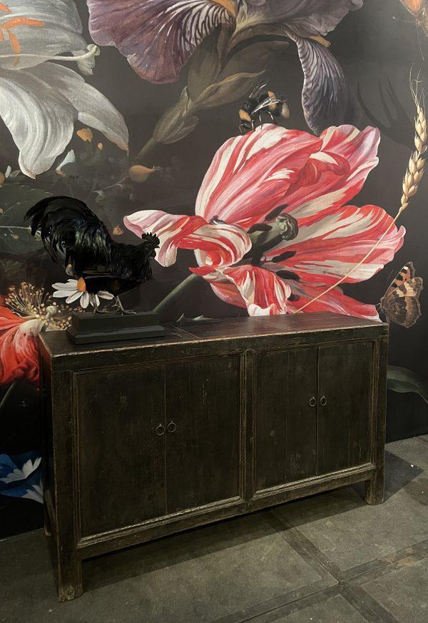 Antiek dressoir met zwarte patina