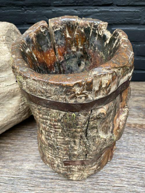 Antieke natuurlijke houten mok