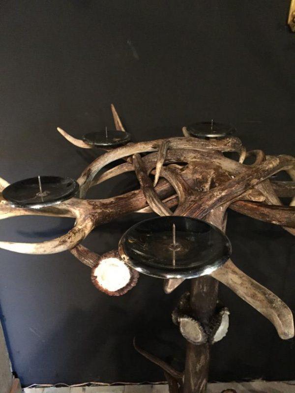 Gewei kaarsen kandelaar gemaakt van hertengewei