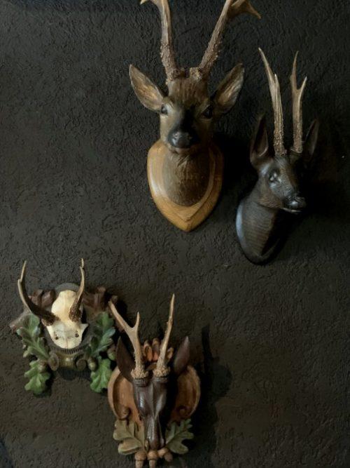 Unieke set van 3 antieke houten en gipsen reekopjes.