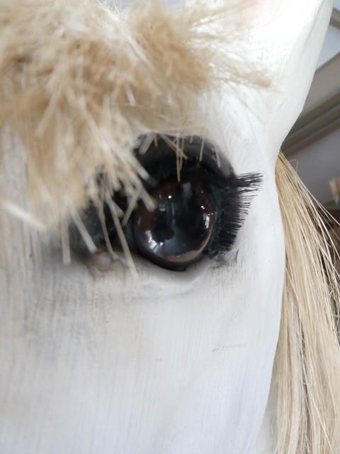 Bijzonder levensgroot beeld van een paard