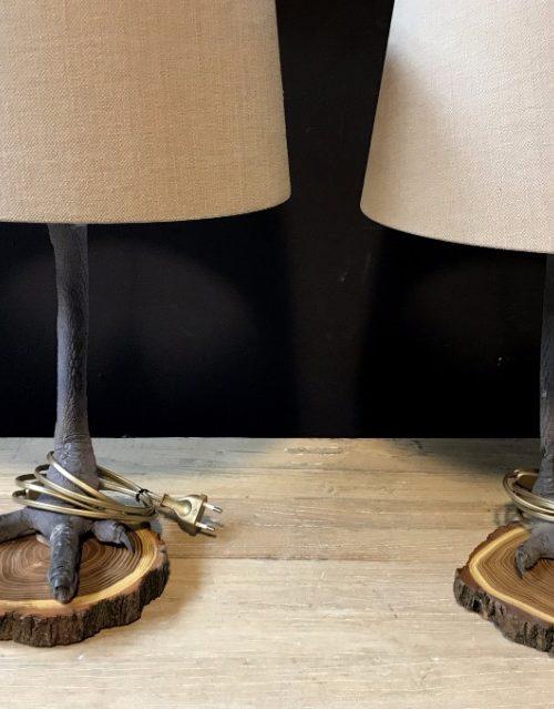 Einzigartige Lampen aus Straußenbeinen